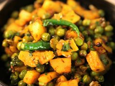 Potato And Pea Curry, Indian Cookbook, Punjabi Food, Dried Vegetables, Indian Food Recipes, Ethnic Recipes, Vegetable Curry, Spicy Sauce