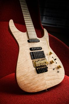 The USA Signature Limited Edition Phil Collen PC1 DX in Au Natural is now available. Get all the product details here.