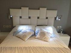 Tête de lit Tetris Bed, Furniture, Home Decor, Quartos, Headboards, Home Furnishings, Interior Design, Home Interiors, Decoration Home