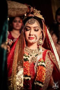 Who knew that one piece of small jewellery could play such a difference to your bridal look. Naths have been an integral part of an Indian bride since century, and is making the waves in the Bridal Makeup Looks, Indian Bridal Makeup, Bride Makeup, Bridal Looks, Bridal Style, Asian Bridal, Bridal Nose Ring, Bengali Bride, Bengali Wedding