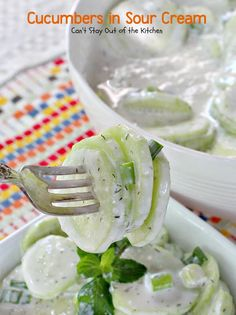 Cucumbers in Sour Cream - To make low carb use your favorite Sugar Free Sweetener instead of sugar. I use Pyure Organic All-Purpose Stevia Sweetener or Swerve. - I would also use my Spiralizer to make cucumber noodles or ribbons. Sour Cream Cucumbers, Creamed Cucumbers, Cucumbers And Onions, Cucumber Recipes, Salad Recipes, Sin Gluten, Garlic Green Beans, Carrots And Potatoes, Green Bean Recipes