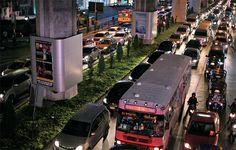 교통체증 부채질한 '첫차들' [2013.11.04 제984호]       [베이징 여자, 도쿄 여자, 방콕 여자] 300억밧 쏟아부은 '첫차 세금 환불제'… 방콕 서민들 '마이카' 욕망에 불 지르다