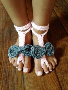 Crochet barefoot sandals  Newborn Toddler Children Size 1,2,3,4,5,6,7,8,9,10+  Very cute for everyday wear or walking along the beach!  Button holds