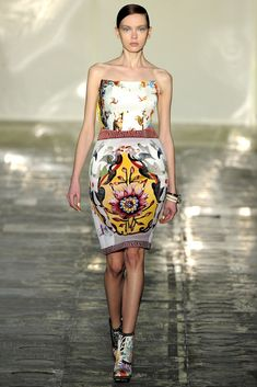 See the complete Mary Katrantzou Fall 2011 Ready-to-Wear collection.