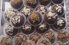 Snickers Pralinen, ein gutes Rezept aus der Kategorie Konfiserie. Bewertungen: 19. Durchschnitt: Ø 4,1.