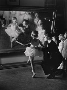 Alfred Eisenstaedt - First Lesson at Truempy Ballet School, Berlin, 1930