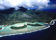 The South Pacific's best beach ... Muri is protected by a barrier reef and three tiny motu.