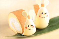 Such a cute roll cake! Japanese Bakery, Japanese Pastries, Japanese Sweets, Swiss Roll Cakes, Swiss Cake, Japanese Roll Cake, Cake Story, Patterned Cake, Edible Food