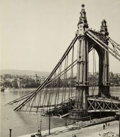 The original Elisabeth bridge - as it looked at the end of the war. It was rebuilt on the same spot in 1964.
