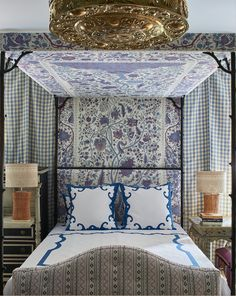 Romantic, fun, and effortlessly ornate, this bed is built for a Queen.