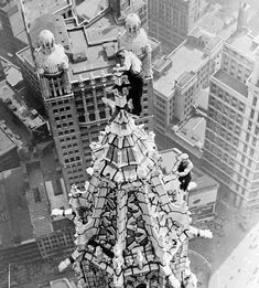 Workers on top of Woolworth Building New York 1920s