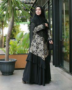 ==Camaattt...ciaanggg😎☀Think positive😍👍===Dress terkiyuuuuuuutttt @mala_hijab Aylaikit😍😍😍🌼🌼🌼💛💛💛===Dont forget to smile 😊� Batik Fashion, Abaya Fashion, Muslim Fashion, Fashion Dresses, Women's Fashion, Model Dress Batik, Batik Dress, Dress Batik Kombinasi, Batik Muslim