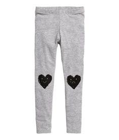 Katso! Painokuvioiset leggingsit pehmeää puuvillasekoitteista trikoota. Joustovyötärö. – Käy hm.comissa katsomassa lisää.