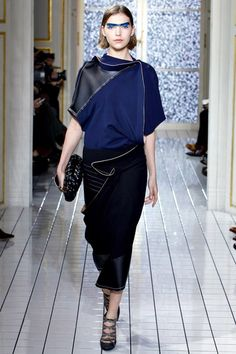 See the complete Balenciaga Fall 2011 Ready-to-Wear collection.
