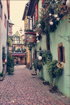 Colorful town Riquewihr in Alsace, France (03).jpg (599×896)