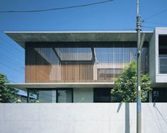apollo architects screens foo house from street in japan