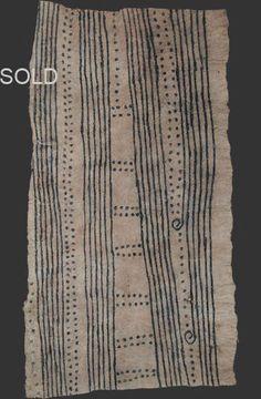 Mbuti pygmy loincloth on bark cloth - Kongo - Mbuti pygmy loincloth on bark cloth – Kongo Source by pattybenson - Motifs Textiles, Textile Fabrics, Textile Patterns, Floral Patterns, African Textiles, African Fabric, Graphic Patterns, Print Patterns, African Design