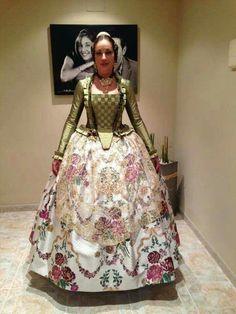 Resultado de imagen de 1700 fallera Vintage Lace, Vintage Dresses, Vintage Outfits, Vintage Fashion, Victorian Dresses, Vintage Clothing, Historical Costume, Historical Clothing, 1700s Dresses