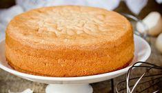 Такого высоченного бисквита у меня ещё не получалось! Получается высокий, пышный корж, из которого можно соорудить большущий торт на всю семью!