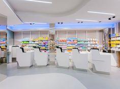 La Farmacia Eredi Fecchio rappresenta il punto di riferimento e di ritrovo degli abitanti di Camisano Vicentino.  OBIETTIVO: fondere i due locali della farmacia, rendendo lo spazio più ampio ed accogliente e aumentando la percorribilità e la frequentazione della … Continua