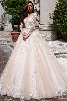 Elegant Tulle & Organza Scoop Neckline Ball Gown Wedding Dress With Lace Appliques & Belt