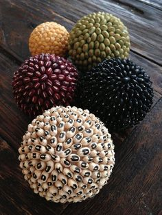 HQCreations: Self-Reliance Edition: Make your own decorative bean balls! - HQCreations: Self-Reliance Edition: Make your own decorative bean balls! Diy Home Crafts, Decor Crafts, Fun Crafts, Diy Home Decor, Crafts For Kids, Paper Crafts, Christmas Crafts, Christmas Decorations, Christmas Ornaments