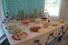Love this idea! Breakfast/pajama birthday party!