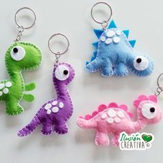 Dinosaur-shaped keyrings by IlusionCreativa on Etsy Diy Arts And Crafts, Felt Crafts, Crafts For Kids, Crafty Projects, Sewing Projects, Craft Gifts, Diy Gifts, Die Dinos Baby, Felt Keychain