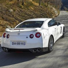 The bright white noise! Nissan GT-R WOW!
