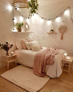24 Brilliant Dorm Room Decor Ideas With Small Space&; 24 Brilliant Dorm Room Decor Ideas With Small Space&; bodenard bodenard chalcried 24 Brilliant Dorm Room Decor Ideas With Small […] room decor items Room Ideas Bedroom, Small Room Bedroom, Dream Bedroom, Bedroom Furniture, Cute Teen Rooms, Bedroom Inspo, Small Teen Room, Bedroom Decor Teen, Bedrooms Ideas For Small Rooms