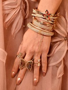 When it comes to award shows, all that glitters in our eyes are the celebrity manicures. Pictured: Vanessa Hudgens, MTV VMAs