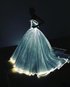 Claire Danes Becomes Real-Life Cinderella at the Met Gala in Glowing Fiber Optic Dress - My Modern Met