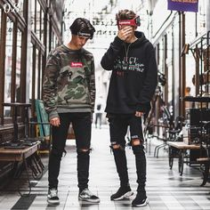 Left or Right? Which Outfit is Your Favourite. Skater Outfits, Swag Outfits, Outfits For Teens, Boy Outfits, Street Outfit, Street Wear, Skater Boy Style, Vintage Street Fashion, Teen Boy Fashion
