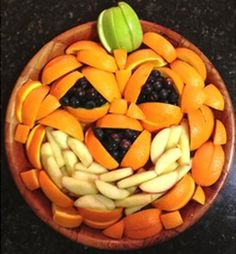 pumpkin fruit - I like this idea for the kids classroom Halloween parties