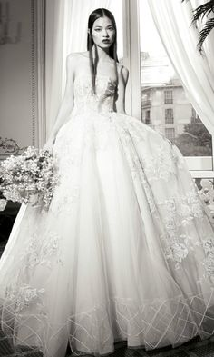 YolanCris adelanta las tendencias de novia para 2016 con una colección de Alta Costura