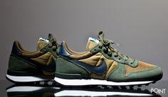 Zapatillas Nike Internationalist Verde Marrón, regresa en esta #colecciónOtoñoInvierno2016 el modelo de #zapatillasNikeInternationalist, esta vez en un bonito colorway verde militar con detalles como el #Swoosh de #Nike en color azul marino, visita nuestra #tiendaonlinedezapatillas #ThePoint y hazte con tu par, o bien clica aquí http://www.thepoint.es/es/zapatillas-nike/1083-zapatillas-hombre-nike-internationalist-verde-marron.html