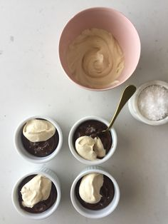 How to make Chocolate Mousse. You won't believe this silky chocolate mousse is completely vegan and refined sugar-free. Healthy Cake, Healthy Desserts, Desserts Sains, Chocolate Mousse Recipe, Dinner Party Recipes, Cocktails, Drinks, How To Make Chocolate, Wine Recipes