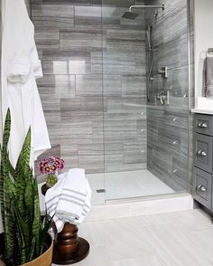This colorful, small gray bathroom makeover can be done in just 1 weekend with Grant Gray paint, Weathered White paint, and a pretty wall stencil! #BathroomToilets