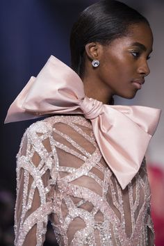 Gorgeous Couture Gowns: Elie Saab - More haute couture glamour from luxury gown designer Elie Saab. Dreamy pastel gowns in lavender, blue, blush and peach - all with lavish embellishments of Couture Fashion, New Fashion, Trendy Fashion, Beautiful Gowns, Beautiful Outfits, Glamour, Couture Dresses, Fashion Dresses, Elie Saab Spring
