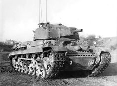 41.M Turán II (75 mm MÁVAG 41.M 75/25)  Prototype d'une version de commandement/radio du Turán II, produit à un seul exemplaire, probablement à partir d'un engin de récupération.   Le canon est factice, il a été démonté afin de faire de la place pour du matériel radio additionnel dont on peut voir les antennes fixées à flanc de tourelle. Radios, Tank Destroyer, Defence Force, Armored Fighting Vehicle, Tank Design, Ww2 Tanks, Military Weapons, Military Equipment, Panzer