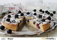 Tvarohový koláč s ostružinami recept - TopRecepty.cz