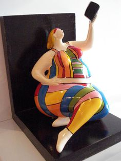 Galerie De Verbeelding - Kunstenaars - Finding an angle for the selfie that will show off our curves Paper Mache Clay, Paper Mache Crafts, Paper Clay, Clay Art, Human Sculpture, Sculptures Céramiques, Small Sculptures, Plus Size Art, Pottery Techniques