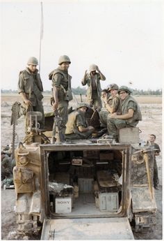 "apc ""A"" company Infantry ""Triple Deuce"", Infantry Division ""Tropic Lightning"", Vietnam 1970 /Gary O'Rourke collection. Vietnam History, Vietnam War Photos, Military Photos, Military History, American War, American History, North Vietnam, War Photography, Indochine"
