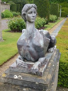 Sphinx at Blenheim, head of Gladys Deacon, 2nd wife of the 9th Duke of Marlborough.