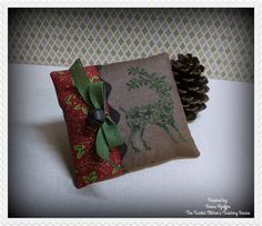 PM_JBW Reindeer pillow | by The Twisted Stitcher