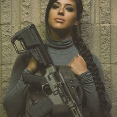 Hail to the Queen.  @alex_zedra  @falkor.defense  @mcleancorp_usa  @aenimakeup