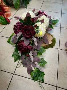 made by Teresa Rycerz-Kętrzyn Funeral Flower Arrangements, Christmas Arrangements, Beautiful Flower Arrangements, Floral Arrangements, Christmas Centerpieces, Grave Flowers, Cemetery Flowers, Funeral Flowers, Remembrance Flowers