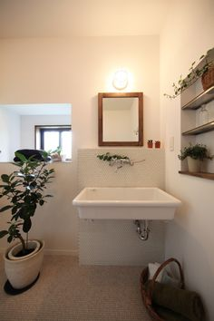 Ideas on how to refinish your old bath tub Marine Lighting, Natural Interior, Washroom, Amazing Bathrooms, Corner Bathtub, Powder Room, Living Room Designs, Small Spaces, House Design