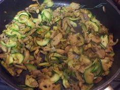 Hlivovo-cuketová zmes na cestoviny - obrázok 1 Sprouts, Zucchini, Vegetables, Food, Essen, Vegetable Recipes, Meals, Yemek, Veggies