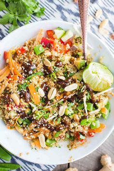 Peanut Sauce Quinoa Bowl- this recipe is easy to make, VEGAN, and made with lots of raw veggies